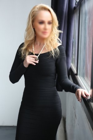 Laisa cougar escort girl