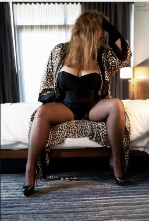 Nafisa cougar escort girl