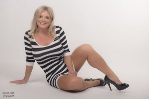 Aricie cougar escort girl
